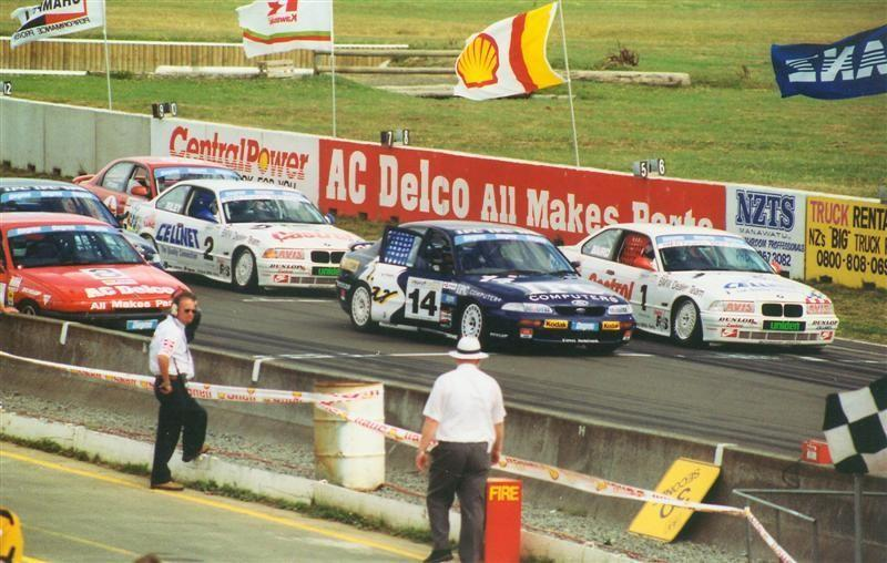 # 1 Craig Baird BMW E36 325i, #14 Paul Radisich Ford Telstar, #2 Brett Riley BMW E36 325i – Manfeild 8 Jan 95