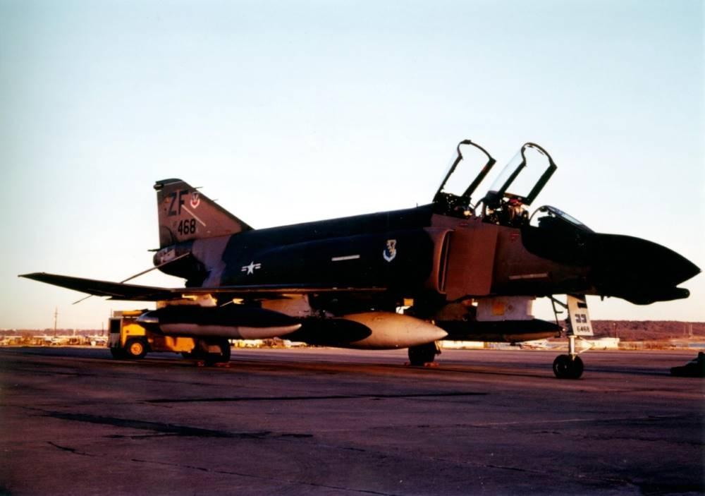25th January 1981 F4D Phantom 66-468 fitted for 'Cross Country' flying with 2 x 370 gal fuel tanks and 1 x 600 gal centreline fuel tank (the white one) and one 'travelpod' (for crew overnight bags and fitted between the white centreline and the 370 gal tank) 308 TFS